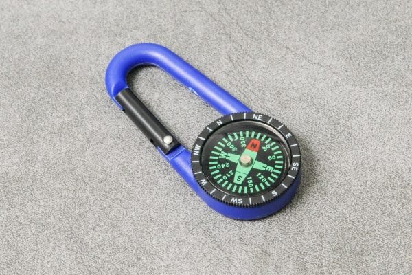 Karabínka s kompasom